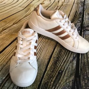 Girls white and metallic gold shoes